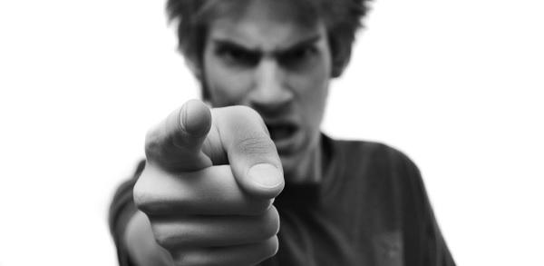 Разница между претензиями и критикой церкви